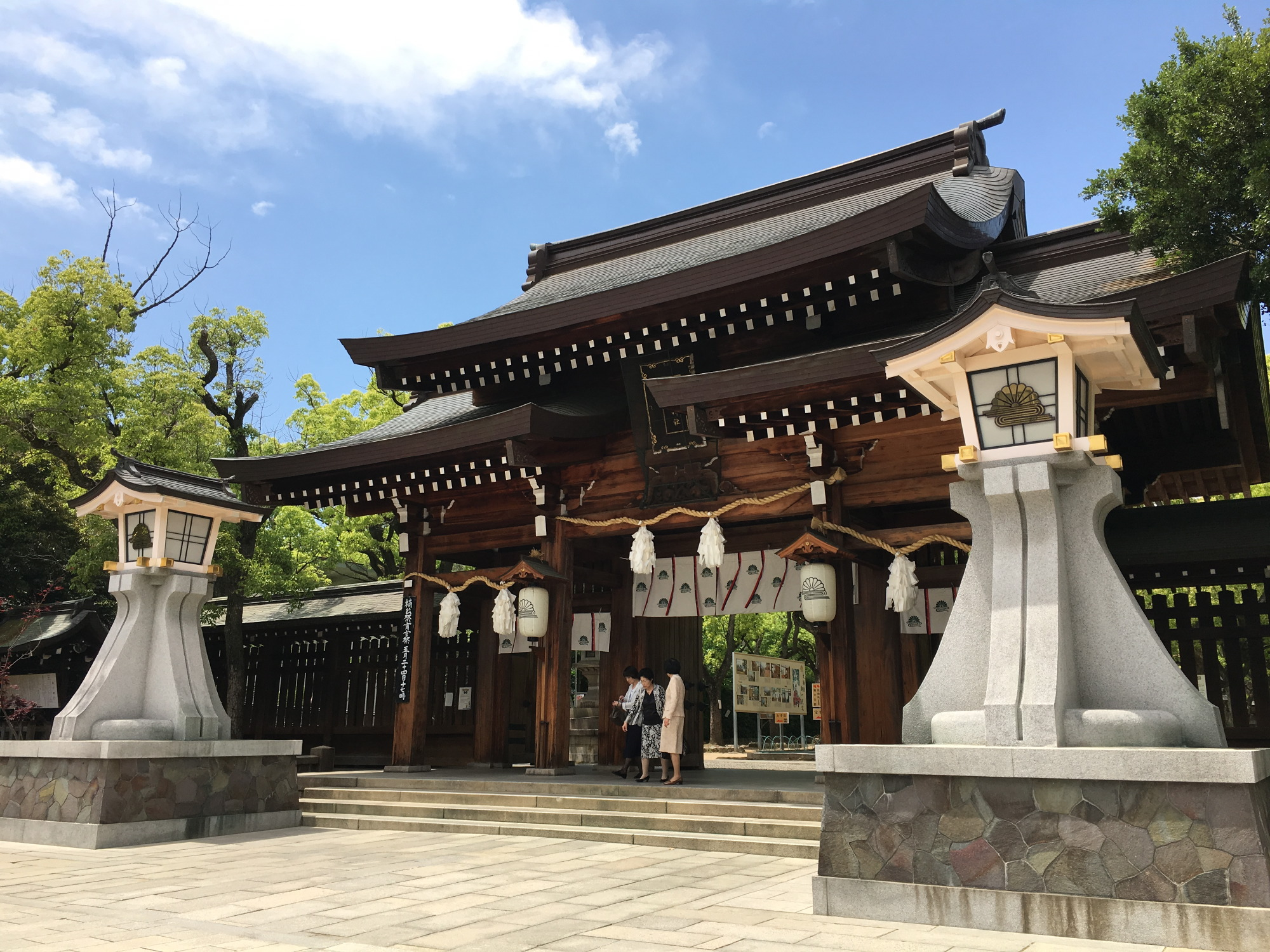 湊川神社正面入口